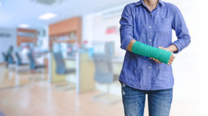 woman working with arm in cast from work hazard suffered when on the clock, contact a skilled lawyer with your worker's comp case in Virginia